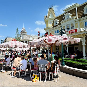 Ontdek alle soorten fast food in de counterservice restaurants van Disneyland Paris