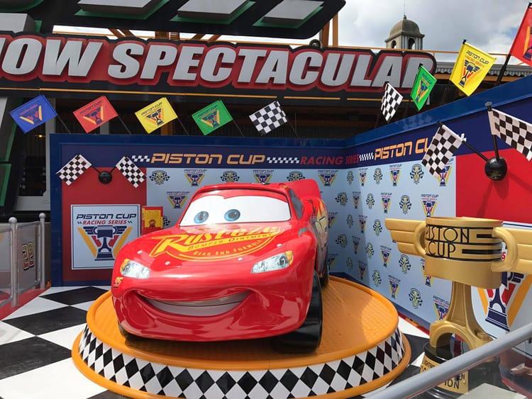 Lightning Mcqueen Uit Cars Krijgt Eigen Fotolocatie Bij Stuntshow In
