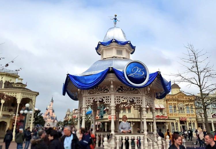 Eerste blik op de nieuwe decoratie voor de 25e verjaardag van disneyland paris disneyland - Decoratie themakamer paris ...