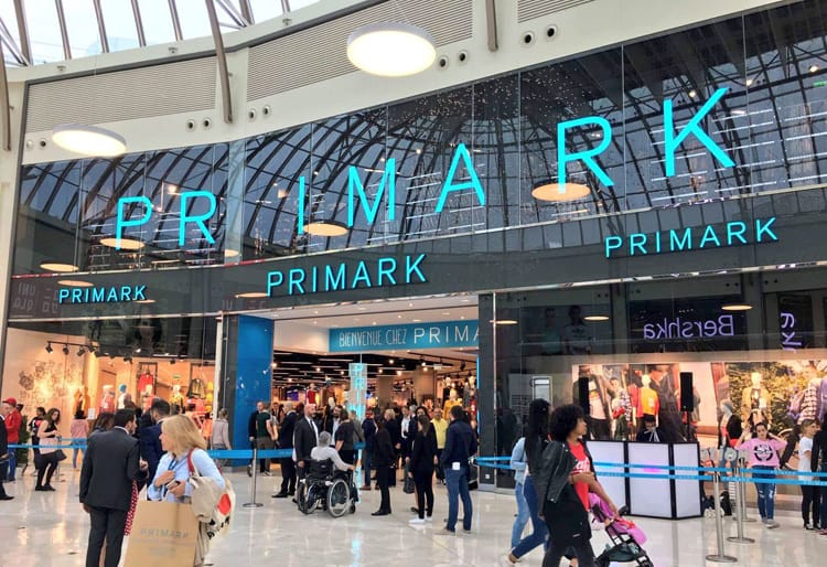primark opent megastore bij disneyland paris met grote. Black Bedroom Furniture Sets. Home Design Ideas
