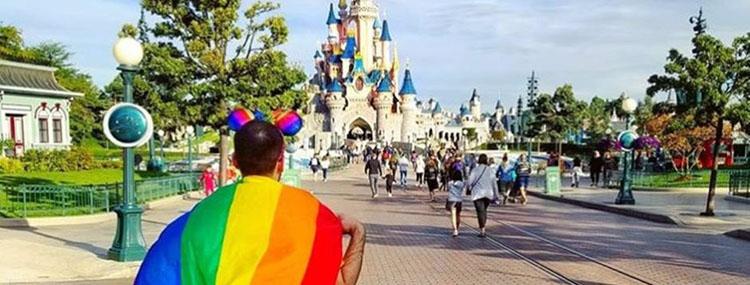 Vier diversiteit tijdens Disneyland Paris Pride met een themalied en avondhappening