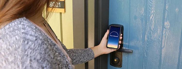 Open de deur van je hotelkamer in Disneyland Paris nu ook met je smartphone