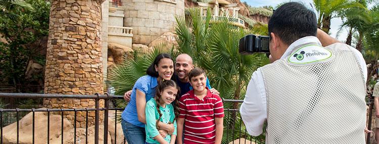 Reserveer een Disney PhotoPass fotograaf voor een privé fotoshoot in de parken