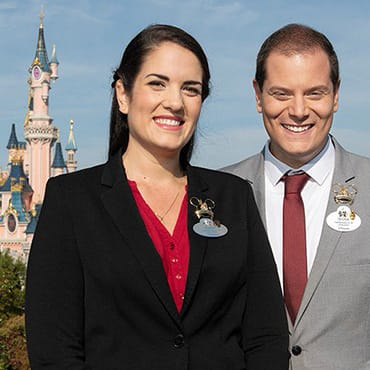 Behind the Magic: Ontdek de historie en taken van de Disneyland ambassadeurs
