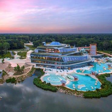 Waterpark Aqualagon bij Disneyland Paris met grote zwembaden en glijbanen