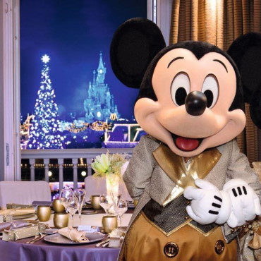 Speciale diners met Disney figuren tijdens kerstavond en oudejaarsavond in Disneyland Paris