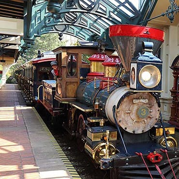 Behind the Magic: Historie, treinen & stations van Disneyland Railroad in Disneyland Paris