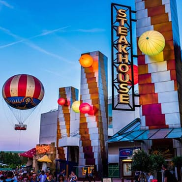 Rondleiding door alle restaurants en eetgelegenheden van Disney Village in Disneyland Paris