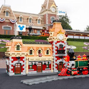Disneyland Main Street Station LEGO bouwpakket met station en trein - 71044