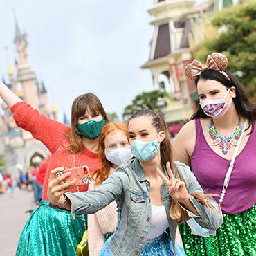 Disneyland Paris stopt met mondkapjes plicht bij officiële fotolocaties in de parken