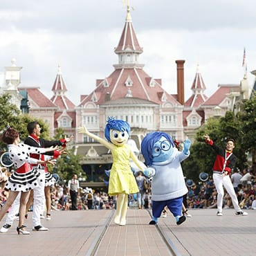 Pre-parade met zeldzame Disney figuren tijdens Guest Star Day in Disneyland Paris