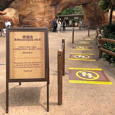 Hoe werkt 'social distancing' in Disneyland? Bekijk alle maatregelen in de Disney parken