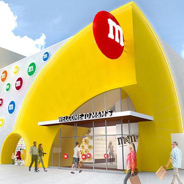 Walt Disney World opent grote state-of-the-art M&M's Store met Disney snacks in Disney Springs