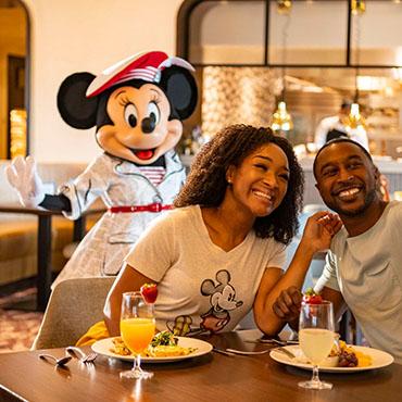 Maaltijden met Disney figuren keren terug in de parken en hotels van Walt Disney World
